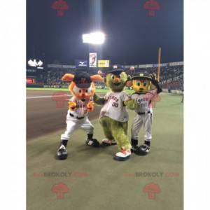 3 Maskottchen, eine orangefarbene Katze, ein Außerirdischer und