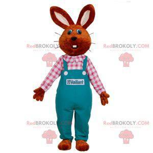 Maskot králíka oblečený v montérkách. Farmář maskot -