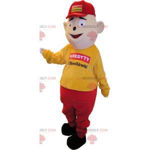 Maskot sněhuláka oblečený ve žluté a červené barvě s čepicí -