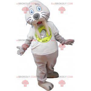 Mascote de morsa gigante cinza com uma camiseta branca -