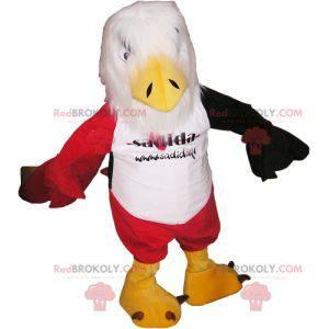 Maskottchen roter und schwarzer weißer Adler mit roten Shorts -