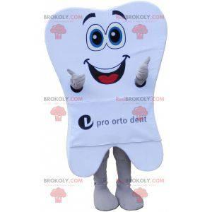 Obří bílý zub maskot se širokým úsměvem - Redbrokoly.com