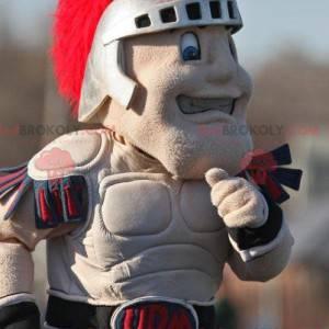 Mascota alegre caballero con casco y armadura gris -