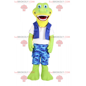 Mascote crocodilo sorridente com shorts camuflados azuis -