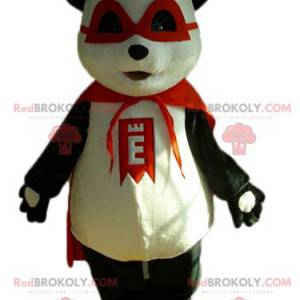 Maskot černobílý panda s maskou a červeným pláštěm -