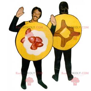 Maskot palačinky s jahodovým a javorovým sirupem -