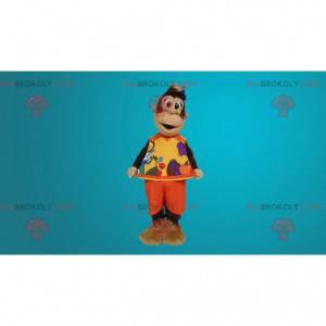 Braunes Affenmaskottchen gekleidet im orange Outfit -