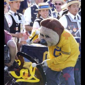 Brun bjørnemaskot i gul og blå sportsklær - Redbrokoly.com