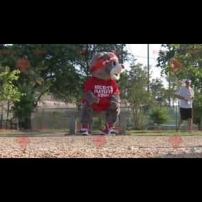 Graues Bärenmaskottchen in roter Sportbekleidung -