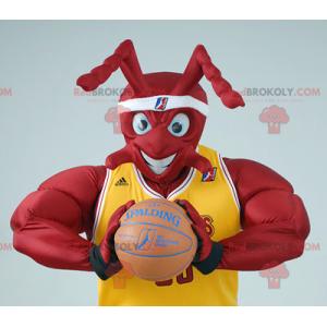 Mascote formiga vermelha e musculosa em roupa de basquete -