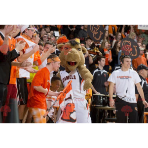 Brown camel mascot in sportswear - Redbrokoly.com