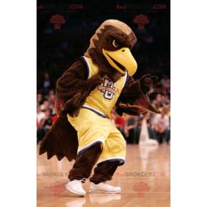 Águia marrom mascote vestida com roupas esportivas amarelas -