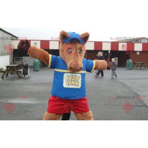 Hnědý kůň maskot hříbě v modré a červené oblečení -