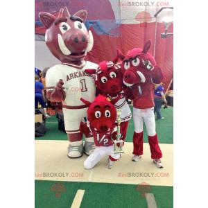 3 mascotte di genitori cinghiali rossi e bambino -