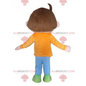 Hnědý chlapec maskot s oranžovo modré a zelené oblečení -