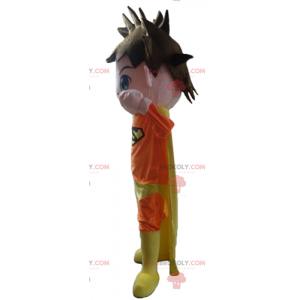 Maskot superhrdiny oblečený v oranžové a žluté barvě -
