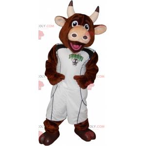 Maskot hnědé krávy s oblečením basketbalového hráče -