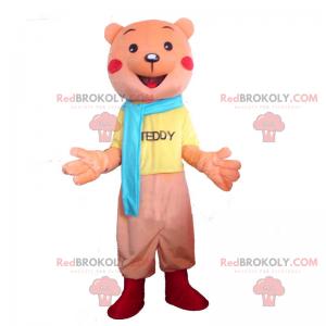 Rosa bjørnemaskot med fullt antrekk og blå skjerf -