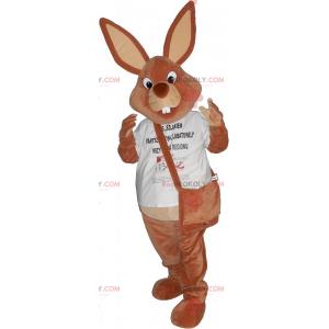Maskot hnědého králíka s taškou přes rameno - Redbrokoly.com