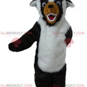 Černý, bílý a hnědý psí maskot, všichni chlupatí -