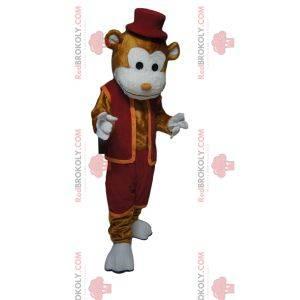 Veselý hnědý maskot opice s vínovým oblečením a kloboukem