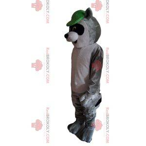 Mascota mapache, con gorra verde