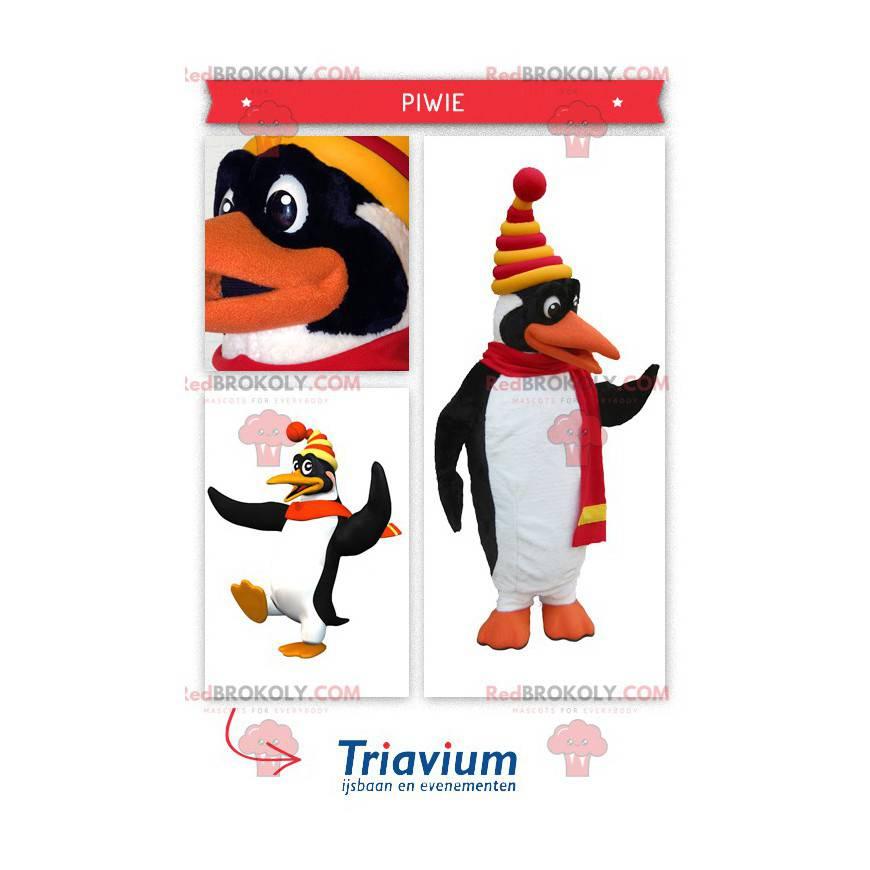 Maskott søt hvit og svart pingvin kledd i vinterklær -