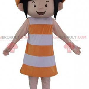 Smilende jente maskot i oransje og hvitt antrekk -