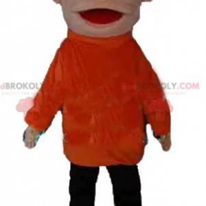 Chlapec maskot v oranžové a černé oblečení s úsměvem -