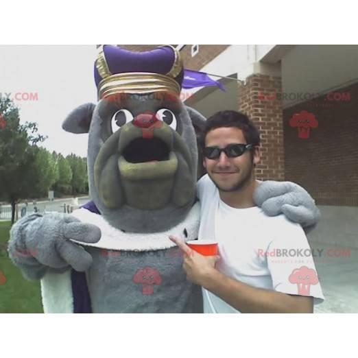 Gray bulldog mascot in king outfit - Redbrokoly.com