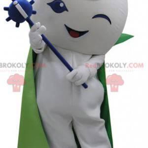 Weißes Schneemannmaskottchen mit Umhang und Zauberstab -