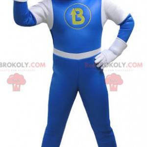 Maskot sněhuláka oblečený v modré a bílé kombinéze -