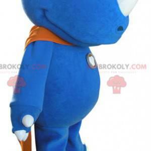 Blaues Nashornmaskottchen mit einem orangefarbenen Umhang -