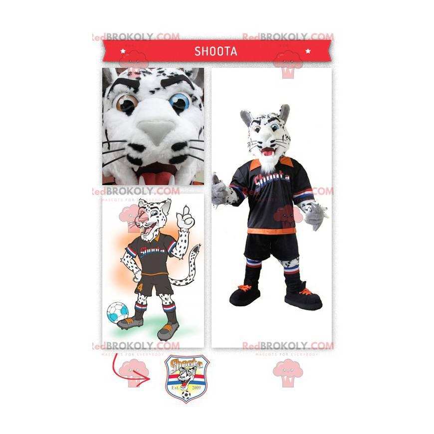 Maskotka biały i czarny tygrys w swoim stroju piłkarza -