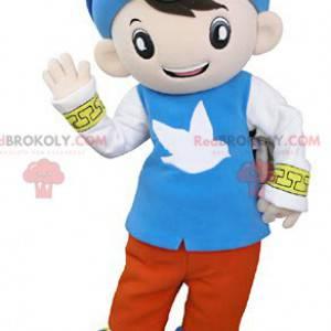 Malý chlapec maskot oblečený v barevné orientální oblečení -