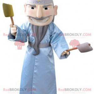 Skjegget mann maskot med en blå badekåpe - Redbrokoly.com