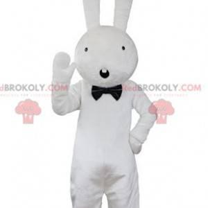 Maskotka duży biały królik wygląda na zaskoczonego -