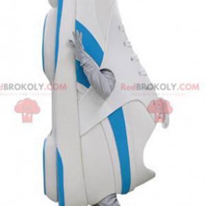 Niebiesko-biała maskotka do butów. Maskotka koszykówki -