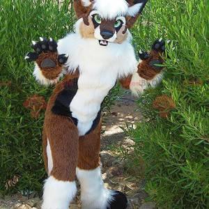Hnědý pes maskot bílá a černá s rohy - Redbrokoly.com
