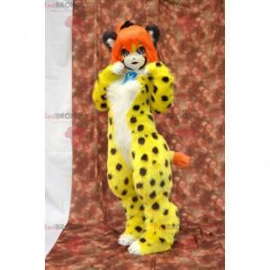 Geflecktes gelbes Katzenmaskottchen mit orangefarbenen Haaren -