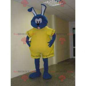 Maskot modrý králík oblečený ve žluté barvě. Velký zajíček -