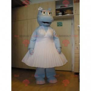Blaues Nilpferdmaskottchen, das ein weißes Kleid trägt -