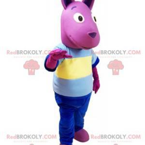 Rosa Känguru-Maskottchen mit einem bunten Outfit -