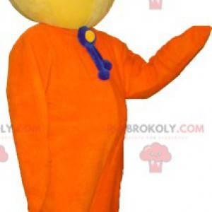 Velmi usměvavý maskot sněhuláka žluté a oranžové barvy -
