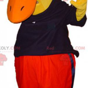 Obří žlutý kachní maskot oblečený v černé a červené barvě -