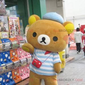 Maskot malý medvěd hnědý oblečený v pruhovaném svetru -
