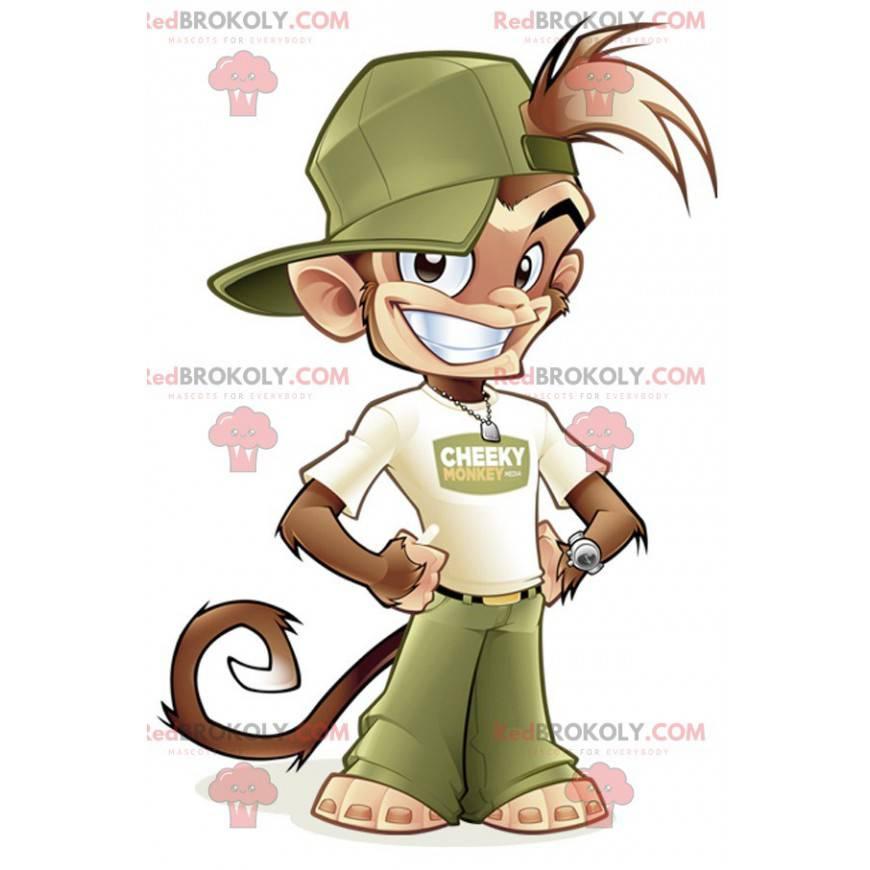 Braunes Affenmaskottchen im grünen und weißen Outfit -