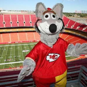 Šedý vlk maskot oblečený v červené barvě - Redbrokoly.com