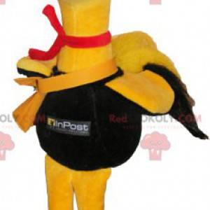 Riesiges gelbes Vogelmaskottchen als Seemann verkleidet -
