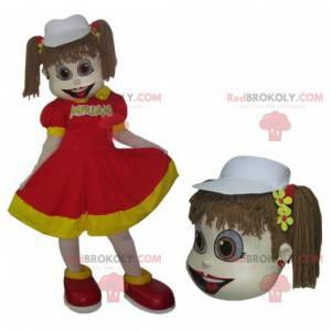 Mała dziewczynka maskotka w czerwono-żółtej sukience z kołdrami